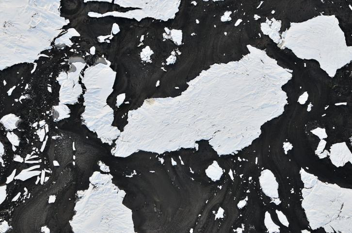 Frozen-Snow-Floes-in-Bitumen-F0030170-Louis-Helbig-Alberta-Oil-Tar-Sands-e1438103971198